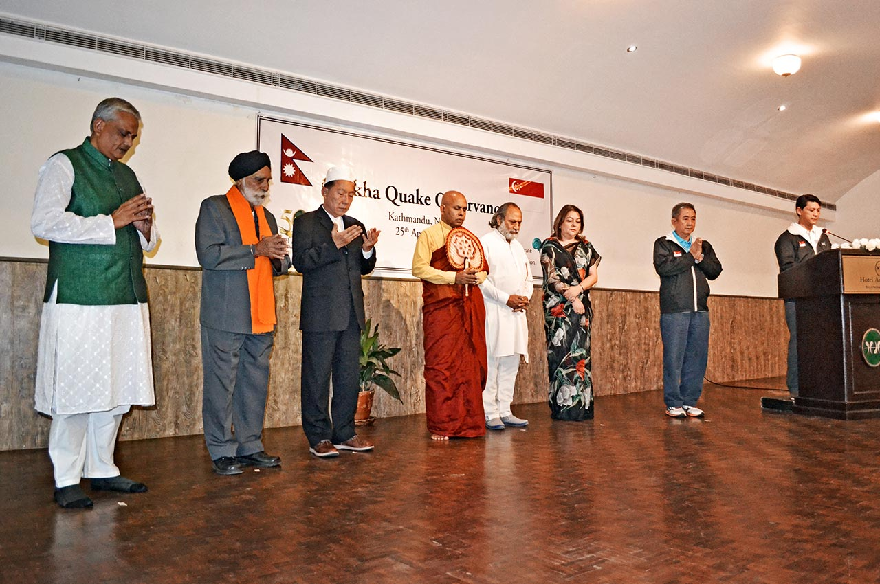 (above) A one-minute silent prayer in commemoration of those who have perished from the destructive Gorkha earthquake led by inter-faith leaders, along with Hotel Annapurna's Executive Director Mrs Shreejana Rana and CCF's Chairman Lim Choo Leng.